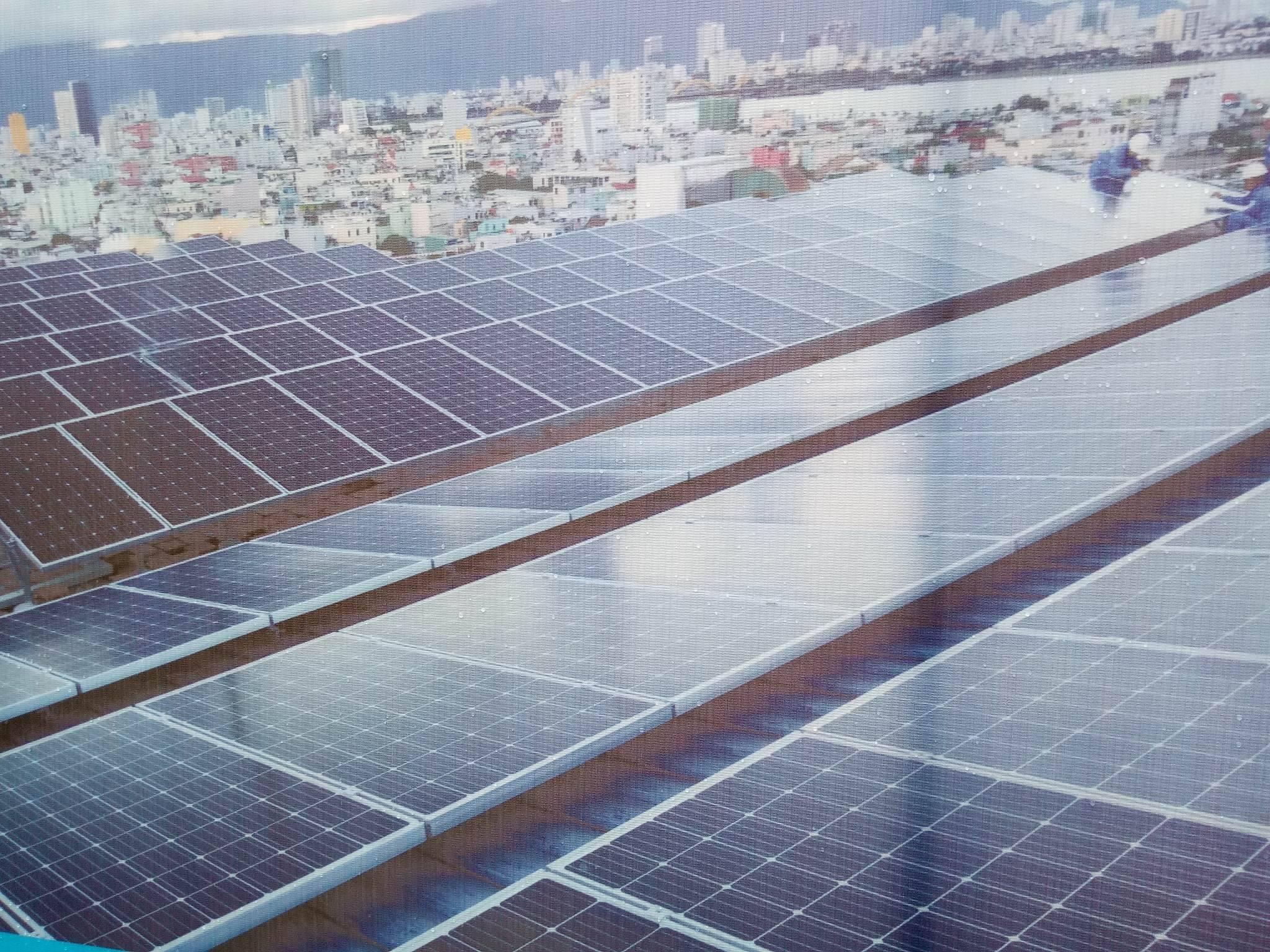 Hệ thống năng lượng mặt trời áp mái nối lưới tòa nhà EVNCPC.