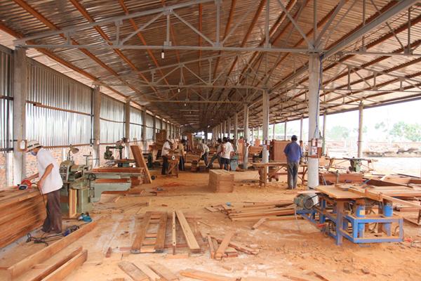 Xưởng gỗ là nơi chứa nhiều bụi bặm với mùn cưa và bột gỗ